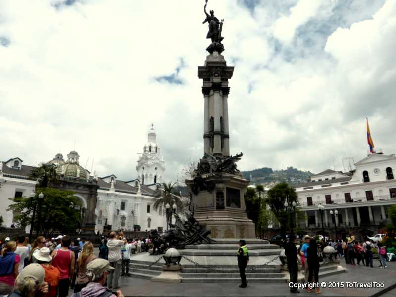 Monument of the Old Heroes of Quito in Plaza Independencia