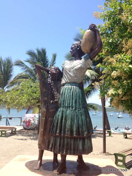 Wandering along the Municipal Beach in Zihuatanejo