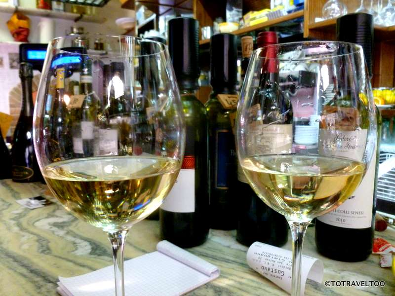 Drinking Vernaccia standing up at the bar is a must in San Gimignano
